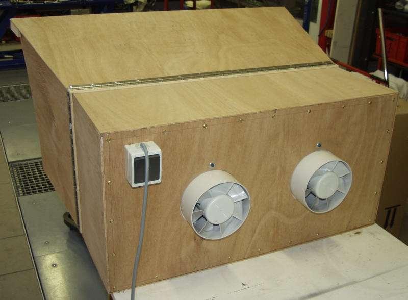petite cabine de peinture faite maison motos honda 70 39 cb et four. Black Bedroom Furniture Sets. Home Design Ideas